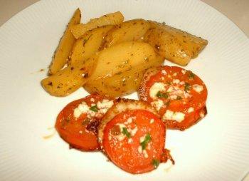 Gratinierte Tomaten mit Kartoffelecken