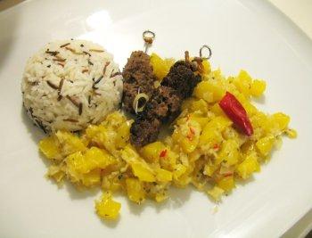 Satéspieße mit Mango-Meerrettich-Chutney