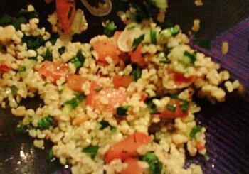 Tabouleh (arabischer Salat mit Bulgur, Tomate, Petersilie und Minze)