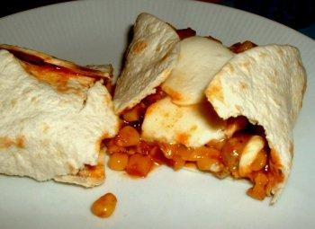 Wraps mit Mais-Tomaten-Hackfleisch-Füllung
