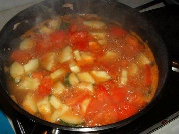 Zucchini-Tomatensuppe